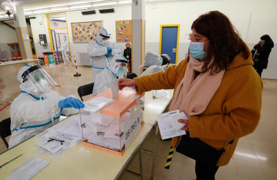 Medidas de protección anticovid para las elecciones del 4M en Madrid: horarios recomendados y protocolo para votar