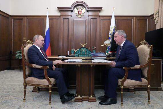 Reunión entre Vladimir Putin, presidente de Rusia, y Dmitry Rogozin, responsable de Roscosmos, el 20 de febrero de 2021.