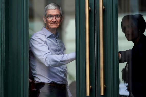 Tim Cook abre la puerta a que Apple entre en el negocio de los coches autónomos