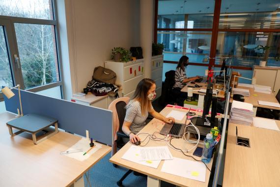 Trabajadoras en una oficina