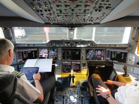 Una cabina del Airbus A350-1000 XWB.