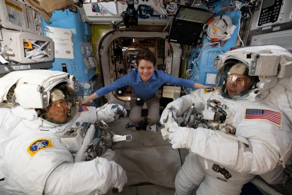 Astronautas de la NASA en una misión