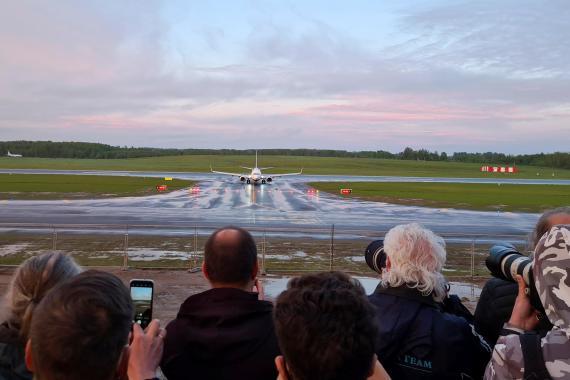 El avión desviado de Ryanair a Bielorrusia aterrizando.