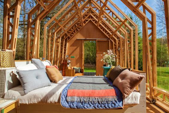 En la casa prefabricada de madera ANNA entran dos camas grandes.