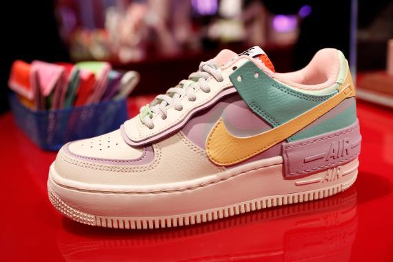 Deportivas Nike de colores.