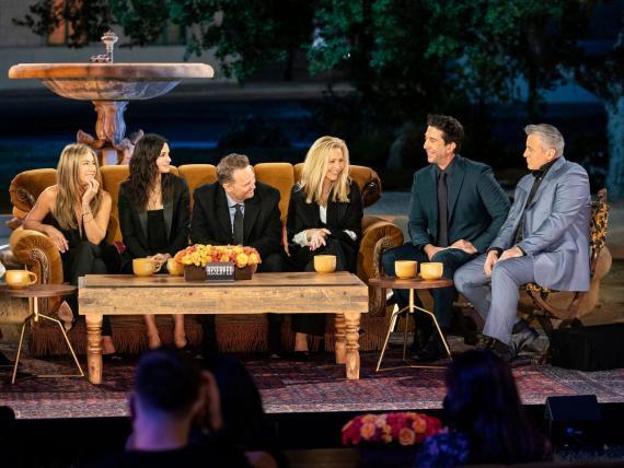 "Jennifer Aniston, Courteney Cox, Matthew Perry, Lisa Kudrow, David Schwimmer y Matt LeBlanc en ""Friends: La reunion"" de HBO Max."