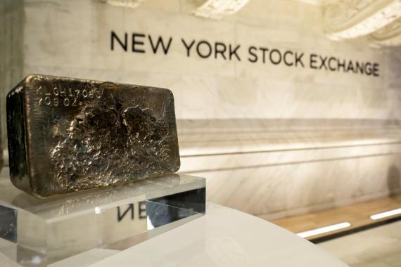 Los grandes inversores cambian del bitcoin al oro tradicional con el aumento del temor a la inflación, según JPMorgan