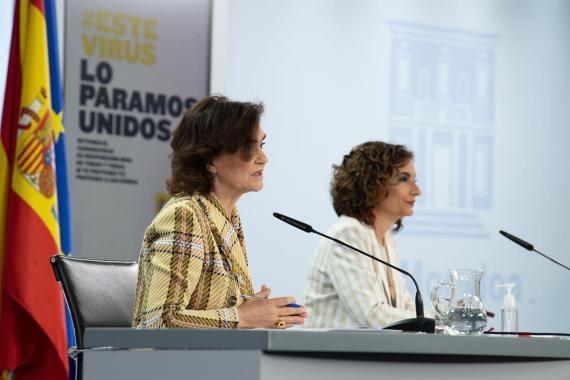 De izquierda a derecha, la ministra de la Presidencia, Carmen Calvo, y la titular de Hacienda, María Jesús Montero (Gobierno de España)