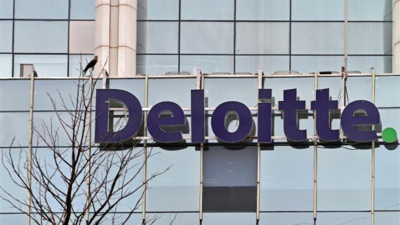 El logotipo de Deloitte en sus oficinas en Nueva Delhi (India)