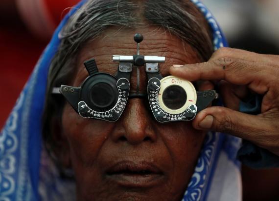 mujer visión gafas