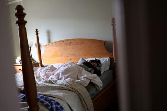 Una paciente de covid persistente trata de recuperarse en casa.