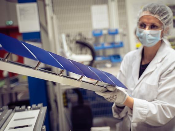 Paneles solares adhesivos Maxeon Air.