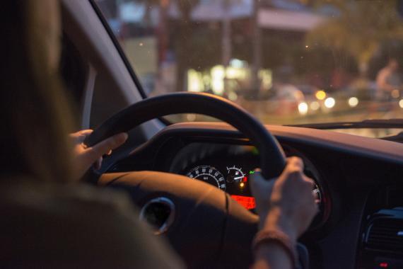 Por qué es perjudicial conducir con el depósito de la gasolina en reserva