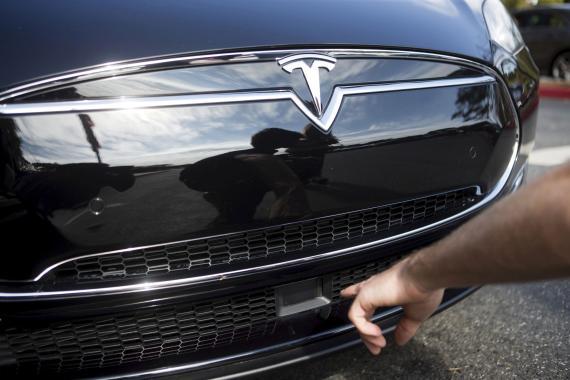 Radar en un Tesla Model S fotografiado en 2015