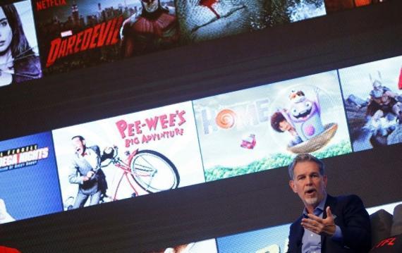 Reed Hastings fundó Netflix después de que le cobraran 40 dólares de recargo por devolver tarde una película en el videoclub (Reuters)