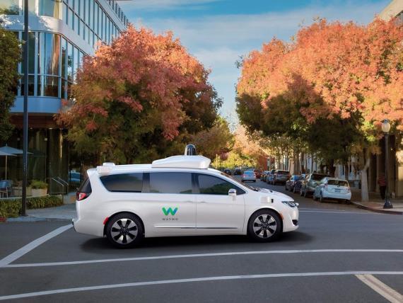 El vehículo de conducción autónoma de Waymo.