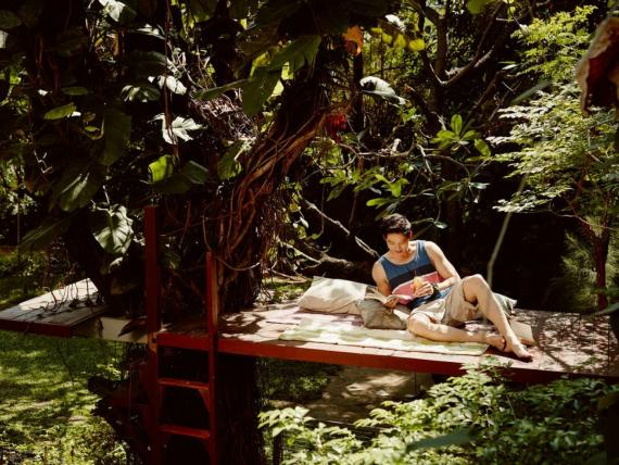 Airbnb pagará a 12 personas y a sus familias para que vivan como nómadas y viajen durante un año, con el objetivo de atraer a inquilinos para estancias largas; así se solicita