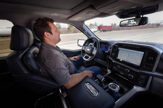 """El Ford BlueCruise anuncia la """"conducción sin manos"""". Los expertos dicen que eso da a los conductores una idea equivocada."""