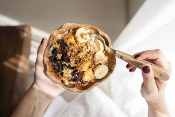 comer fibra, cereales y fruta
