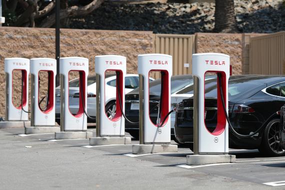 Estación de supercargadores de Tesla en Los Ángeles (California EEUU)