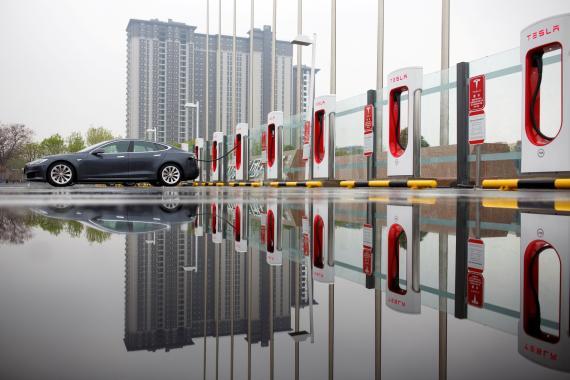Una estación de supercargadores de Tesla en Pekín (China)