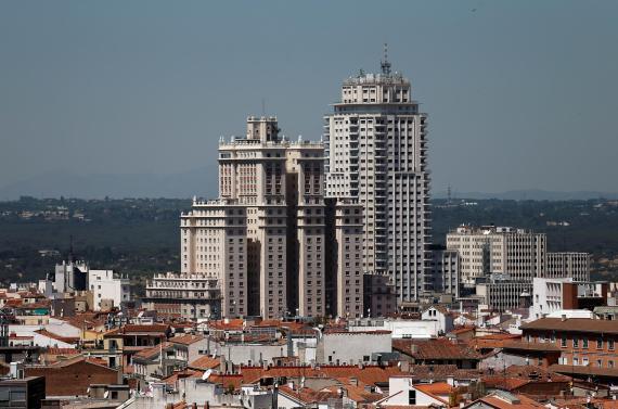 Vista general de la Torre de Madrid y el Edificio España, en Madrid, hace unos años.