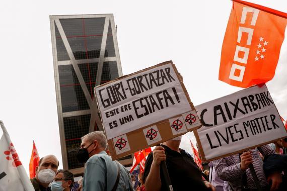 Manifestación en contra del ERE de CaixaBank. Reuters