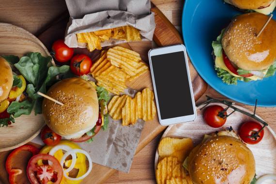Móvil comida rápida malos hábitos
