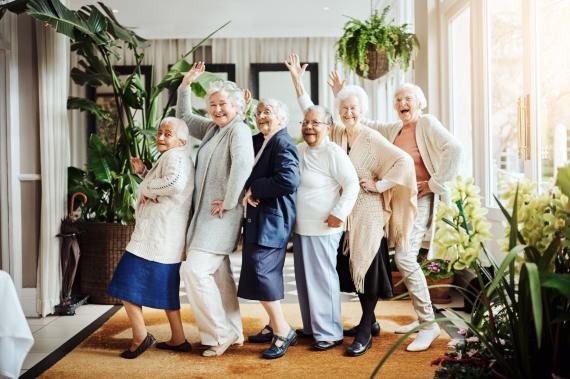 Mujeres mayores pasándolo bien