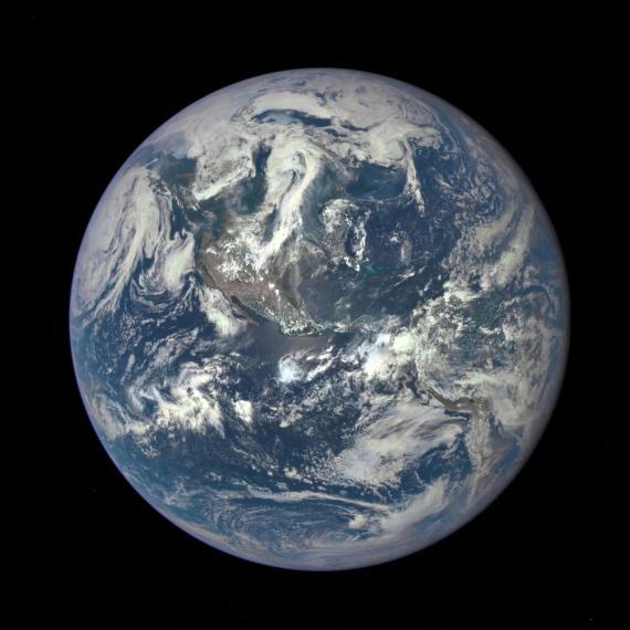 Imagene de la Tierra captada por la Earth Polychromatic Imaging Camera (EPIC) de la NASA.