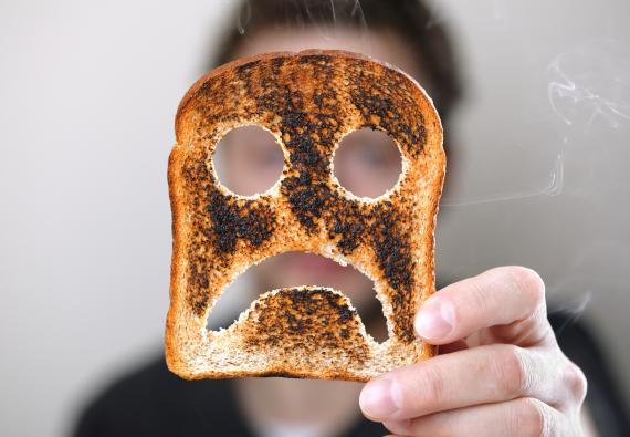 Por qué no deberías consumir comida quemada: los riesgos que esconde para tu salud