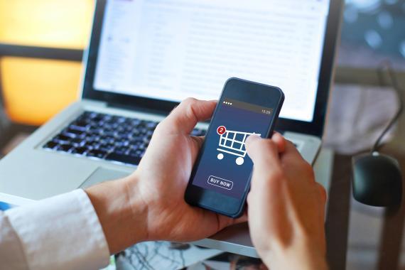 La nueva nube de Microsoft para el retail: IA para detectar fraudes, más conexión entre trabajadores y personalización para el cliente