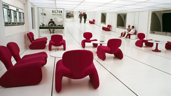 La película '2001: Una odisea del espacio' incluía una escena ambientada en un hotel espacial Hilton.