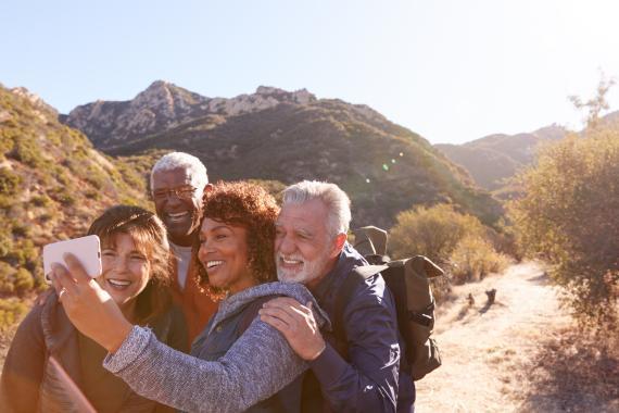 Personas de excursión, selfie, ejercicio