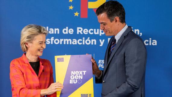 La presidenta de la Comisión Europea, Ursula von der Leyen, y el del Gobierno español, Pedro Sánchez, tras la aprobación del plan de recuperación por parte de Bruselas.