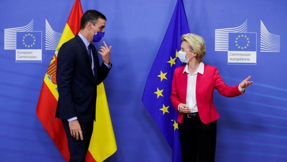 El presidente del Gobierno español, Pedro Sánchez, y la de la Comisión Europea, Ursula von der Leyen.