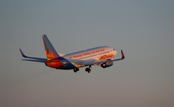 Un avión Jet2 Boeing 737-300 despega del aeropuerto de Palma de Mallorca, España, el 29 de julio de 2018.