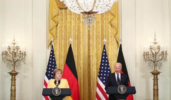 Angela Merkel y Joe Biden durante un acto en la Casa Blanca en julio de 2021.