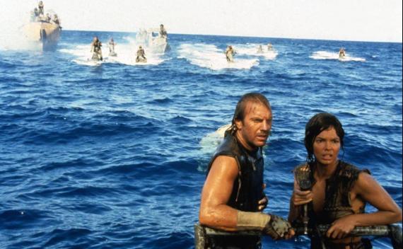 Waterworld refleja un mundo inundado, donde los humanos sobreviven a duras penas.