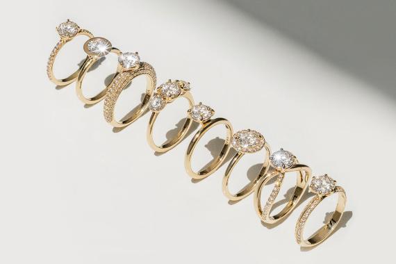 Una colección de anillos la firma Vrai con diamantes sintéticos de Diamond Foundry.