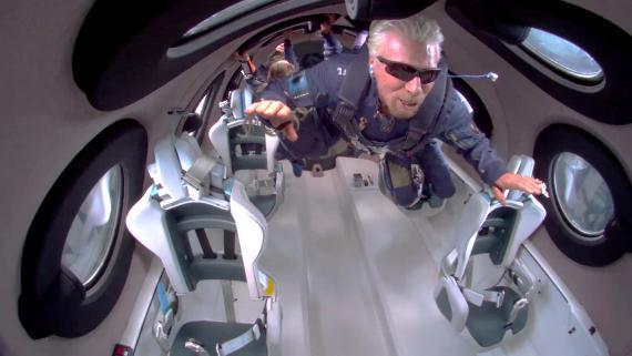 Richard Branson, fundador de Virgin Galactic, durante su vuelo hasta las puertas del espacio.