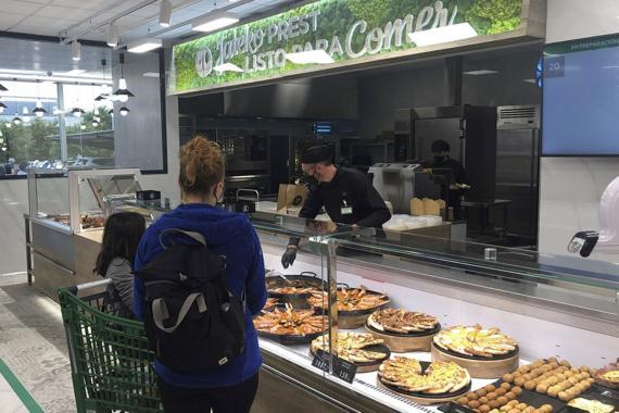 """Mercadona sustituye su barra de ensaladas en la sección """"Listo para comer"""" por 6 ensaladas ya preparadas que recogen los gustos de los clientes"""