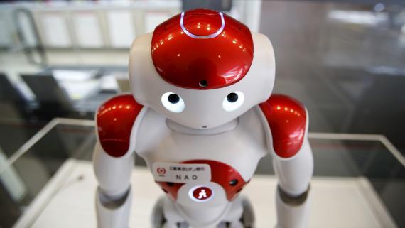 Nao, un robot fabricado por Aldebaran Robotics, durante una exhibición de robótica.
