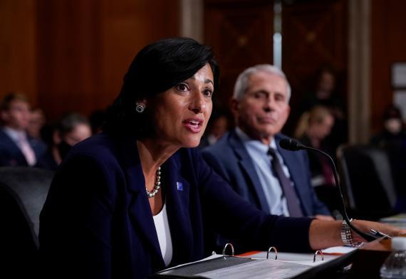 La Dra. Rochelle Walensky, directora de los Centros para el Control y la Prevención de Enfermedades (CDC), testifica ante el Comité de Salud del Senado estadounidense.