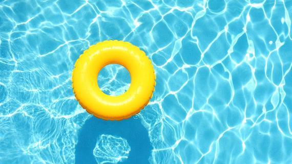 Piscina y flotador