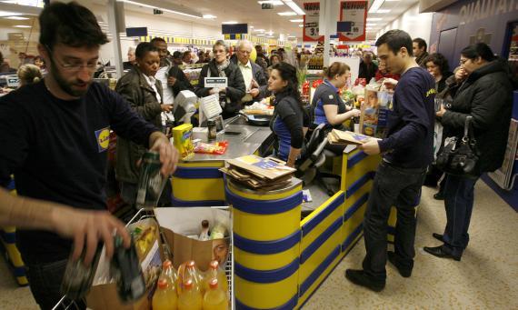 Trabajadores de Lidl en el supermercado