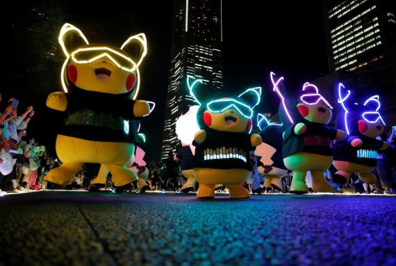 Varios Pikachus gigantes