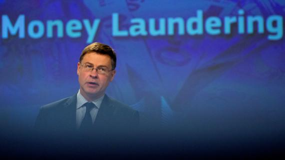 El vicepresidente de la Comisión Europea, Valdis Dombrovskis, en una rueda de prensa sobre medidas comunitarias contra el blanqueo de dinero.