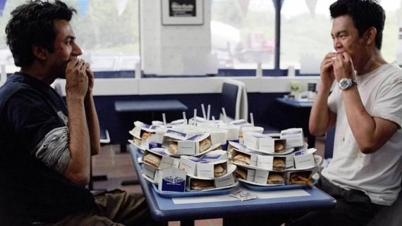 '2 colgaos muy fumaos'.