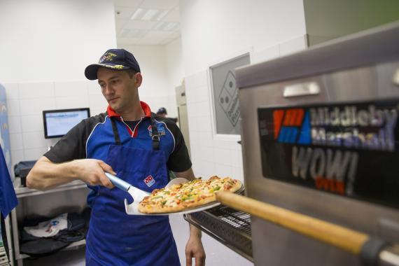 Cocinero de Domino's Pizza